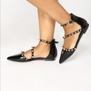 Pointy toe metal detail patent leather flats